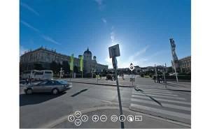 动动鼠标,就可以将360度街头全景尽收眼底!