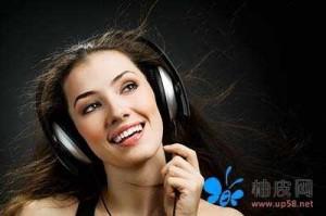 戴耳机陶醉听音乐美女高清大图设计素材